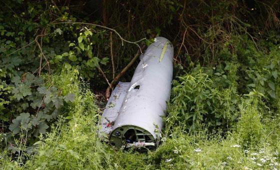 6月23日,一架德国国防军战斗机与一架小型民用飞机德国北莱茵-威斯特法伦州上空发生碰撞,小型飞机坠毁,战斗机已着陆。德国N-TV电视台援引警方消息称,两架飞机在北威州奥尔斯贝格市上空发生碰撞,小型飞机坠毁,机上载有一名飞行员和一名乘客。警方已找到小型飞机残骸,机上人员下落不明。救援人员已到达事故现场。报道说,一名联邦国防军空军发言人确认了撞机消息。发生事故的战斗机是一架台风式战斗机。撞机原因及伤亡情况目前尚不清楚。