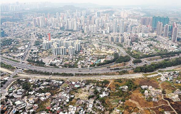香港土地面积及人口和新加坡相近 请问 为何新