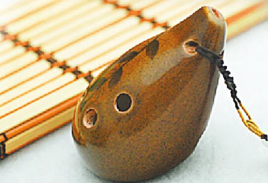 陶笛的主要样式:四孔,六孔