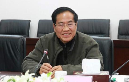 经警方调查,疑似为该校原党委书记黄成惠,具体死亡原因警方仍在核查当