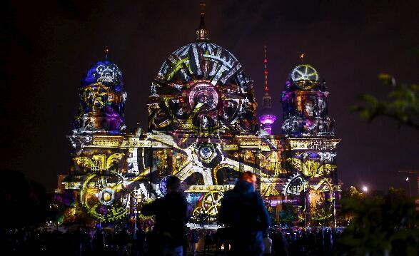 柏林上演灯光节图片