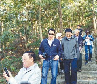 走访清溪银瓶山森林公园5000亩野生楠木林,紫烟阁,天池,黄茅田瀑布等