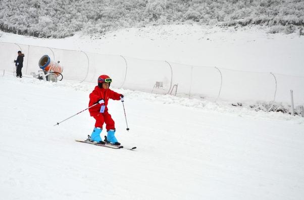 黔凉都梅花山滑雪场6日开门迎客