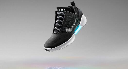 耐克发布自动系鞋带运动鞋