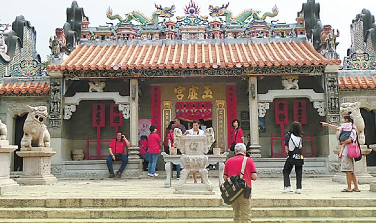 善信的祀神活动伴随有200多年历史的长洲北帝庙(又名玉虚宫)共存.