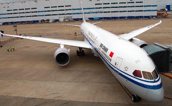 国航引进中国首架波音787-9梦想客机