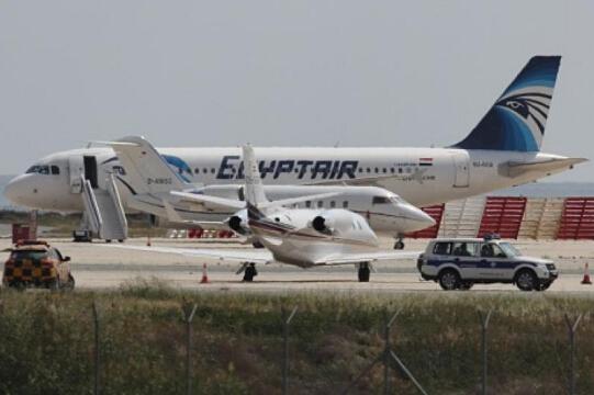 一架从巴黎飞往开罗途中的飞机在雷达上消失