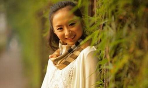 生活中的深航空姐刘苗苗宛如邻家女孩
