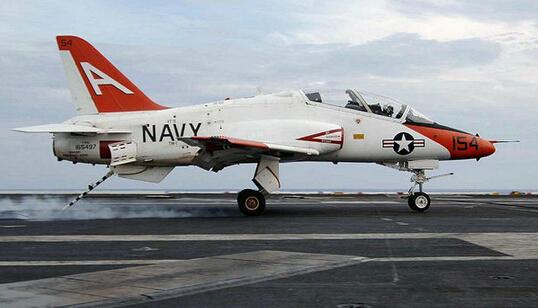 中国舰载教练机曝光 专家:可大量培训舰载机飞行员