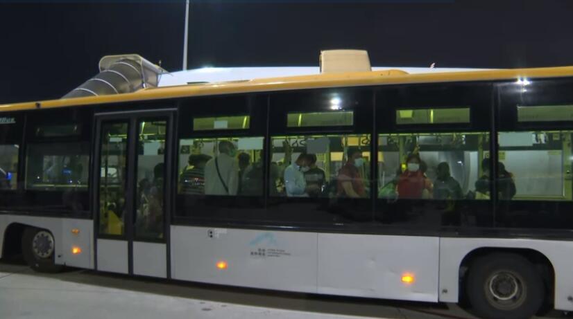 首批319名滞巴港人乘专机抵港