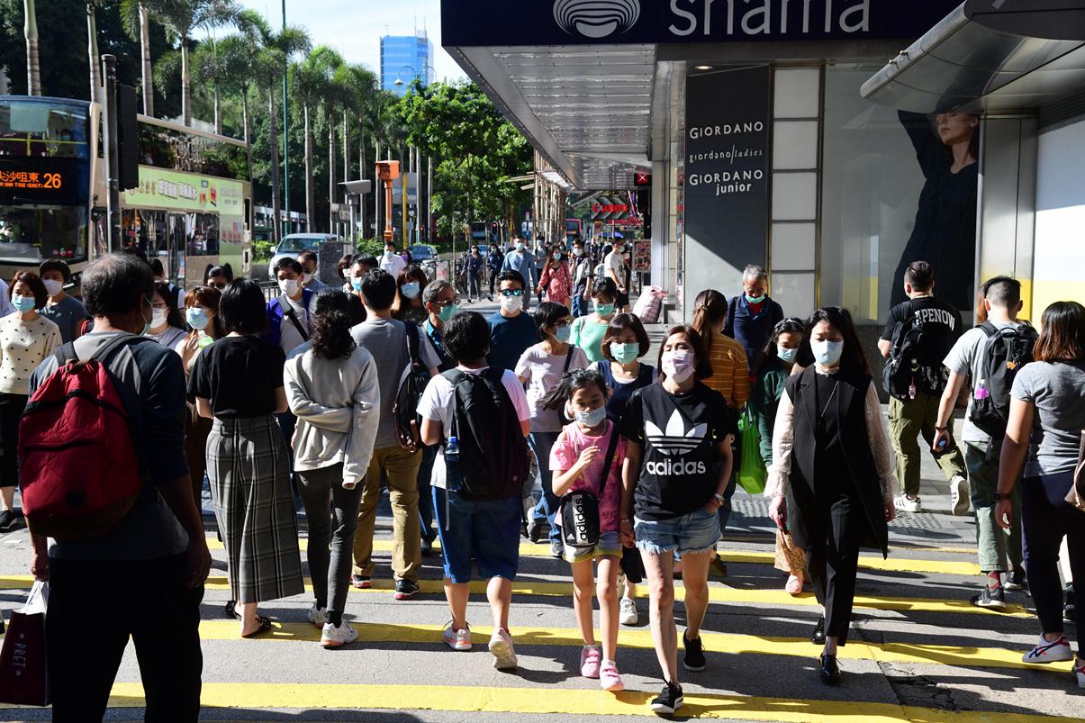 【长假首日】疫情渐趋缓和 市民外出唞气