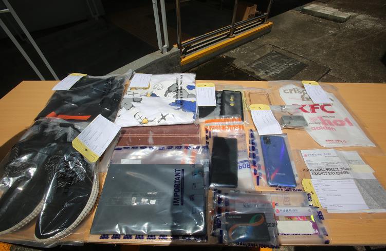 2男女涉嫌爆竊被拘 警方檢獲約4000元財物