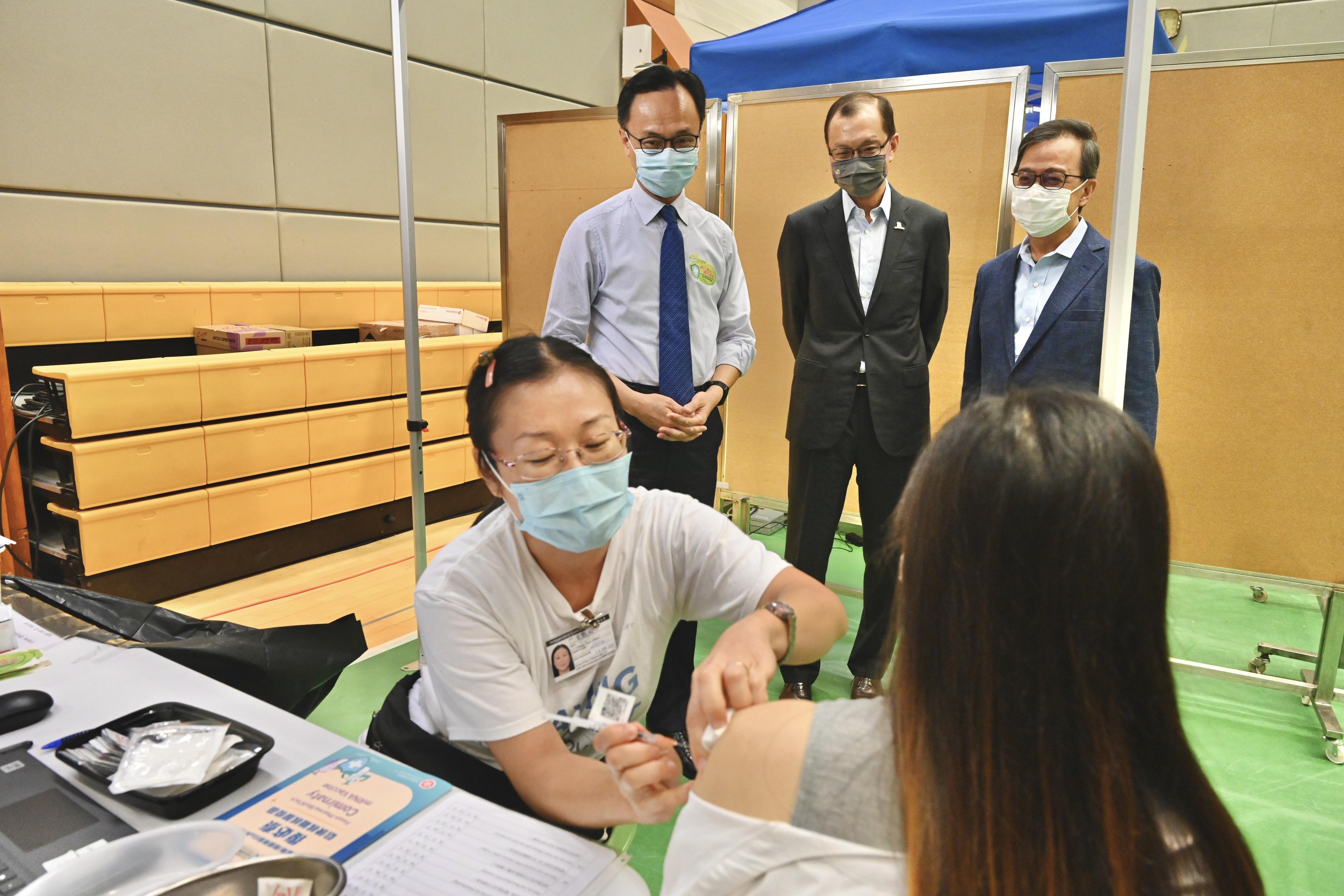 政府外展隊今明兩日為中大逾400人接種疫苗