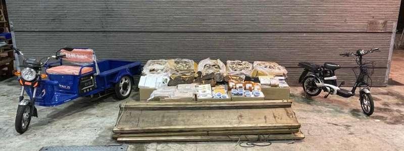 水警聯同海關沙頭角反走私 檢18箱約260萬元走私貨