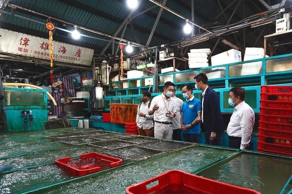 外展隊為約250名內地漁工接種疫苗 聶德權:過港漁工逾9成已接種