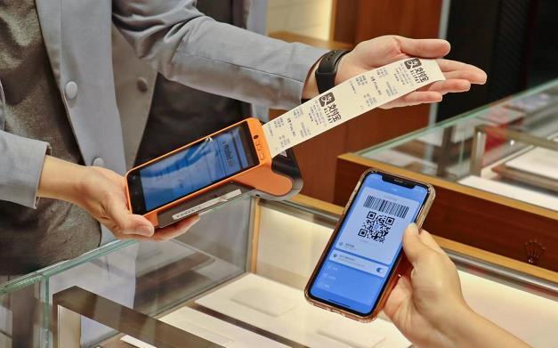 首期消費券今派發 各大商場推優惠促消費