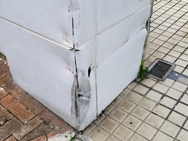 窩打老道一教育中心遭撞閘