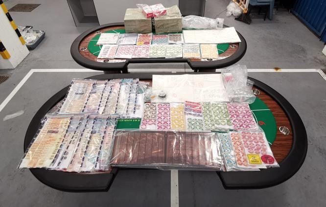 警搗破一工廠大廈非法賭場拘14人 檢獲逾60萬元籌碼及賭款