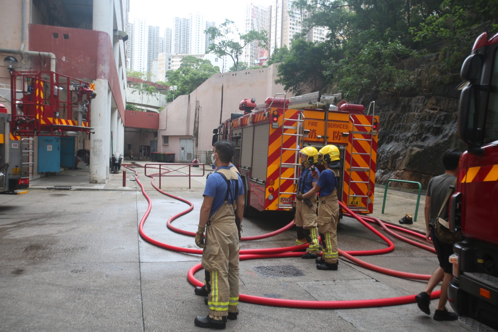 觀塘翠屏北邨單位疑漏電起火 七旬翁昏迷不治