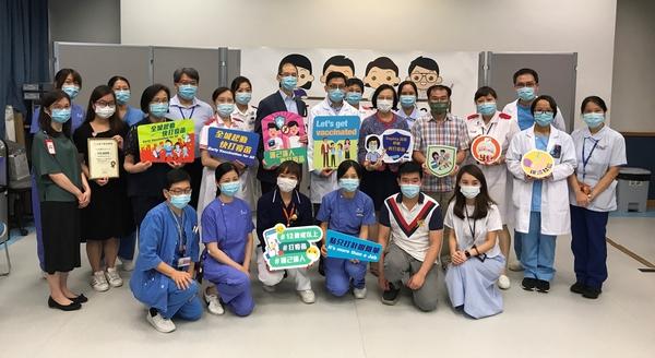 陳肇始到訪伊院 呼籲更多前線醫護接種疫苗