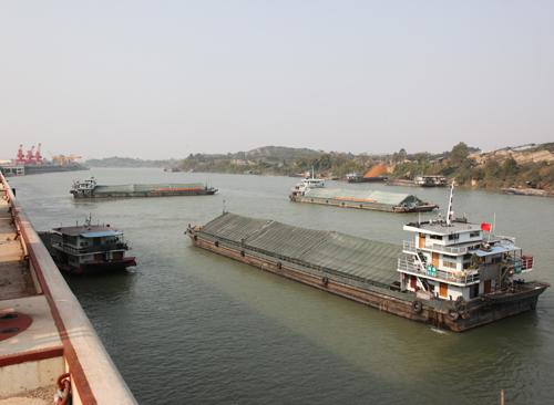 这是广西内河航运有史以来,首次在枯水季节以2000吨级船舶从南宁直航